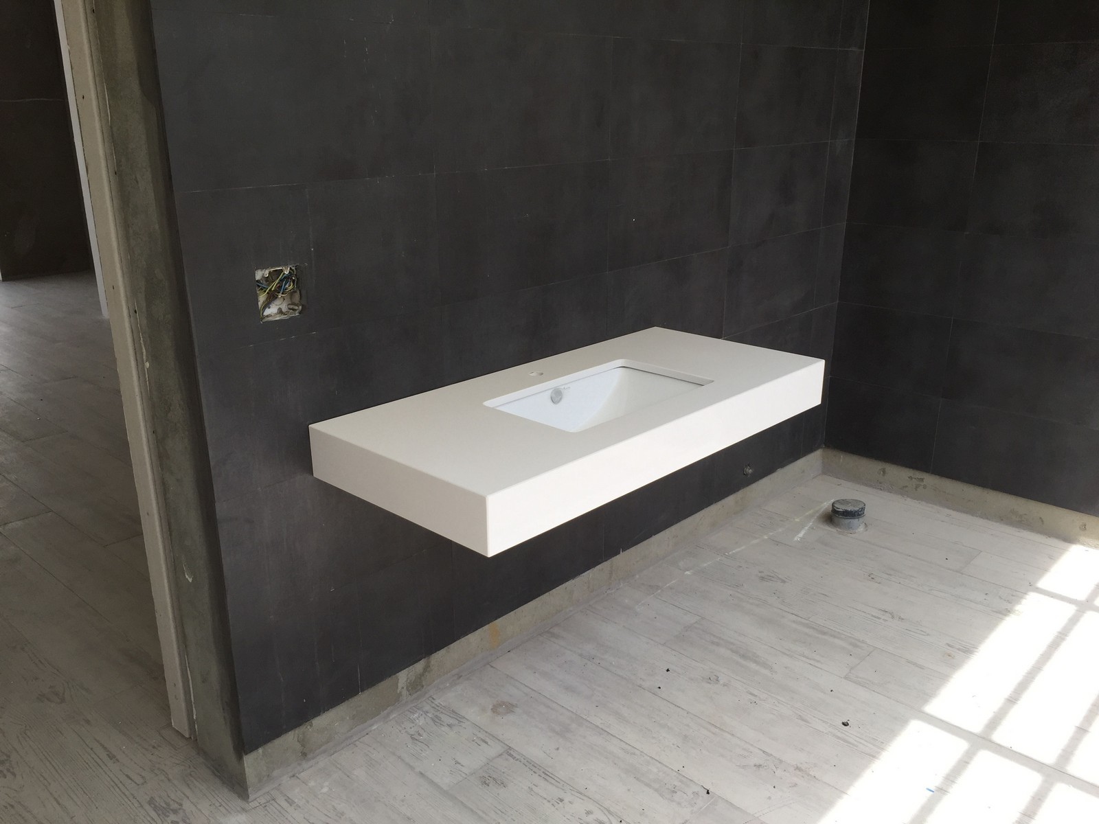 Bathroom sink under mounted silestone blanco zues with for Silestone kitchen sinks